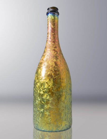 Iridescence-Glass-bottle-with-iridescent-ice-effect